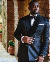 Черный жаккардовые ткани Мужчины Blazer куртка Боковые Vent Groom Tuxedos Человек Пром Деловые костюмы (куртка + штаны + Tie)