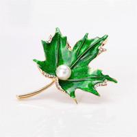 Pernos de la hoja de arce Diamantes de imitación Perla Broches de la hoja de arce para mujeres Hombres Esmalte de metal Broche de la bufanda Pernos y Broches Joyería