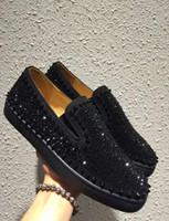 Hot Cheap Red Bottom Flat Shoes hombres barcos zapatillas de deporte Rhinestone negro remaches negros hombres vestido de fiesta de boda zapatos de regalo Top diseñadores