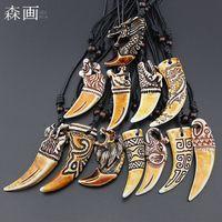 Schmuck Großhandel Mixed 12pcs Faux Yak Knochen Carving Dragon Totem Tiger / Elefant / Wolf Zähne Anhänger Halskette Tier Zahn Amulett Geschenke MN598