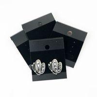 Siyah Profesyonel Takı Asmak Etiketler 4.3 * 5.2 cm 200 adet PVC Kadife Küpe Kulak Çiviler Tutucu Ekran Etiketleri Takı Fiyat Kartları