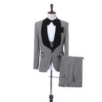 أسود منقوشة القماش الرجال الدعاوى الزفاف الأسود شال التلبيب السترة تريم صالح ثلاثة قطعة العريس البدلات الرسمية سترات السراويل سترة WH221
