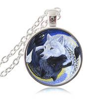 Ying Yang Wolf Silverペンダントネックレス黒と白のオオカミファッションジュエリーガラスカボションチョーカーマジック太極拳サインYin Yangジュエリーギフト