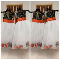 O-Boyun Camo Top Tül Etek Çiçek Kız Elbise Ucuz Satış Petal Süslenmiş Doğum Günü Partisi Törenlerinde Kamuflaj Saten Gerçek Ağacı Resmi Çocuk Giymek