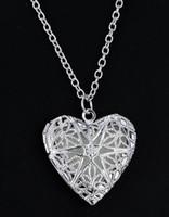 Hot estilo europeu e americano moda jóias corações oco coração oco glow-in-the-dark colar pingente luminosa moda clássico delica