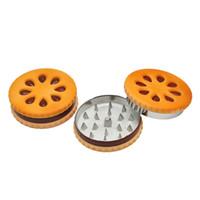 비스킷 쿠키 모양 허브 담배 연삭기 자석 2 층 57mm 노란색 금속 아연 합금 이빨 분쇄기 밀가루 밀 무료 배송