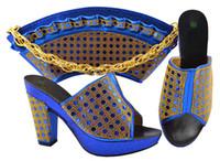Zapatos de moda azules de moda de los azules con bombas africanas de Rhinestone conjunto de bolsos del bolso para el vestido MM1069, Talón 9.5cm