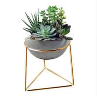 Kreative Desktop Weiß Mini Keramik Pflanze Blumentöpfe Pflanzgefäß mit Geometrische Goldene Eisen Rack Halter für Blume Sukkulenten