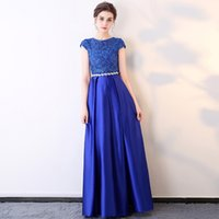 Bateau Neck Satin Lange Abendkleider Gold Royal Blue Schwarz Abendkleider mit Crystal Sash New Short Sleeves Prom Kleider