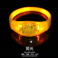 Music Activated Sound Control Led Lampeggiante Braccialetto Light Up Bangle Wristband Luci notturne per Club Party Bar Cheer Luminous Hand Ring Glow