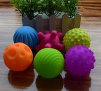 موضة جديدة 6 قطعة / المجموعة محكم متعدد الكرة مجموعة تطوير الطفل الحواس اللمس لعبة طفل لمس اليد الكرة لعب تدريب الطفل الكرة