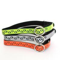 3 colores reflectantes huellas collar de gato con Bell PU collares elásticos de cuero para gatos pequeños perros ajustable QW8666