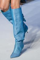 2018 وأشار القوس عالية الجودة الزخرفية ذات الكعب العالي جورب الركبة الأحذية أزياء الاتجاه الأوروبية والأمريكية الأزياء والأحذية جلد طبيعي البرية
