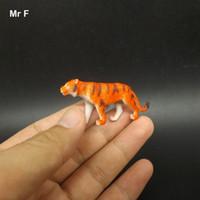 هدية عيد الميلاد مصغرة النمر البرية في وقت مبكر بداية التدريب لعبة تدريب الأطفال الدعامة حوالي 5 سم الحجم