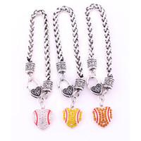 Antieke Sliver Plated Zink bezaaid met Sprankelende Crystal Baseball Hart Hanger Charm Armband Tarweketen Sieraden