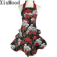 Delantal de la lona de algodón de XiuMood que imprime rosas de los cráneos rojos y negros, azafata bonita del partido, regalo único