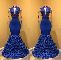 2019 Royal Blue Mermaid Prom Dresses con Rose Floral Flowers Sheer Backless Abiti da sera Appliqued Pizzo maniche lunghe Plus Size Abito da festa