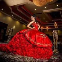 2019 Hot Red Doce 16 vestido De Baile Vestidos Quinceanera Querida Backless Árabe Estilo Apliques Ruched Prom Party Vestidos Baratos
