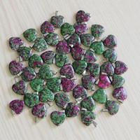 Hot Charms Fashion Redandgreen treasure Love forma de corazón cuentas de piedra colgantes 20mm para la joyería que hace el colgante envío gratis venta al por mayor