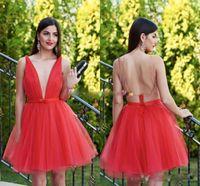 Moda Kırmızı kısa Mezuniyet Elbiseleri Kısa Abiyeler Seksi Derin V Yaka Kolsuz Pileli Tül Kurdele Backless Moda Parti Kokteyl Dre