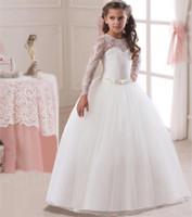 Abiti da cerimonia nuziale della ragazza del manicotto lungo del vestito dalla ragazza di fiore del bello pizzo bianco 2018 con gli abiti di cerimonia nuziale dei bambini di prezzi bassi dell'arco Champagne