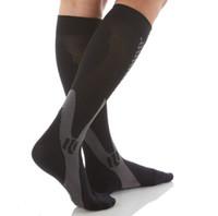 Chaussettes de compression graduées de 20 à 30 mm2.