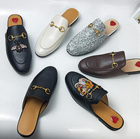 2018 Pantofole da donna di marca Luxury Designer Fashion Mocassini in vera pelle Scarpe catena di metallo Ladies Casual Mules Flats Mocassini di alta qualità