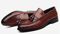 2021 Krokodilkorn Trend Herren Schuhe Quaste rot Schwarz Loafers Designer Luxus 560