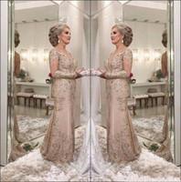 2018 Luxury Mother Of The Bride Abiti scollo a V maniche lunghe in rilievo di cristallo Mermaid Applique in pizzo Plus Size Party Evening Wedding Guest Gowns