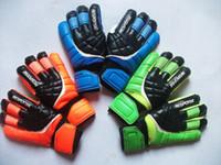 Nuevos guantes de portero de fútbol Protección de dedos Hombres profesionales Guantes de fútbol Adultos / Niños Guantes de fútbol de portero más gruesos Envío rápido