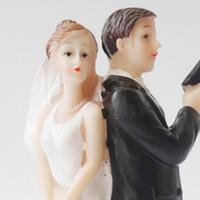 Feis HotSale Creative Western-Style Gâteau De Mariage Couple De Mariage Cadeaux De Mariage Cadeaux Résine Cadeaux Mariée avec le Topper Gun Gun Topper