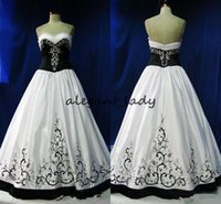 Vintage Robes de mariée gothique Black and White Broderie formelle 2018 Sweetheart Zipper Formel Long Vestidos de Novia Plus Taille Robe de mariée