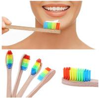 Cepillo de dientes de bambú natural Cepillo de dientes de cerdas suaves Cabezal de cepillo pequeño Higiene oral Mango de madera Cepillo de color arcoíris