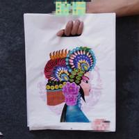 Sacchetto di plastica della ragazza classica al minuto 25x35cm, 100pcs / lot che comprano i sacchetti di plastica di regalo d'imballaggio dei gioielli con la maniglia per i vestiti Sacchetto cosmetico
