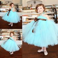 Детские синий пачка юбка дешевые девушки цветка платья Холтер бальное платье чай длина Dreaped ленты прекрасные маленькие девочки театрализованное платье для свадьбы