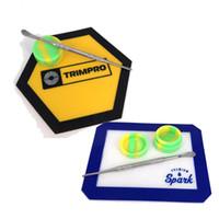 FDA 재사용이 아닌 스틱 농축 bho 매끄러운 오일 헥사곤 모양 내열 유리 섬유 실리콘 dab 패드 매트 dab 도구 왁스 컨테이너