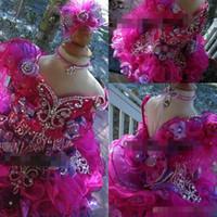 2019 Cute Girls Pageant Mini vestidos de bola Cuello en v con cuentas Piedras de imitación Volantes Organza Crystal Toddler Cupcake Gowns Niños Ropa formal
