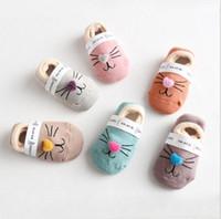 Nettes Baby-Socken-Katzen-Karikatur-Baby-Geschenk-Kind-Innenboden-Socke-rutschfeste starke für Jungen Mädchen calcetines Babykleidung 0-2 Jahre 12 Farben