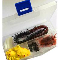 Spedizione gratuita Una simulazione di simulazione Insetto assemblaggio Intero giocattolo per la persona Centopiedi di mosca Ragno Maggots Scarafaggio Suit Giocattoli promozionali