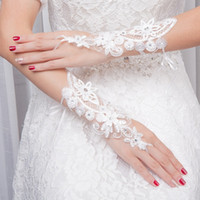 New Arrival Bridal Gloves Lace Applique Short Wedding Accessories Bridal Glves Free Shipping Bridal Gloves On sale now