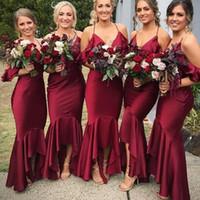 Sereia Vermelho escuro Dama de Honra Vestidos de Alta Baixa Spaghetti Strap Com Decote Em V Chá Comprimento Festa de Casamento Vestidos Moda Boho Maid Of Honor Vestidos