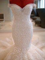 2019 Atemberaubende Spitze Meerjungfrau Brautkleider aus der Schulter Sweep Zug Applikationen Dubai arabischen Stil Brautkleider nach Maß