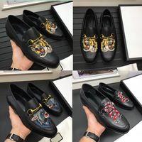Top Quality marca Formal Vestido Sapatos Para Homens Suaves Black animal bordado Genuíno Sapatos De Couro Dedo Apontado dos homens de Negócios Oxfords Casu