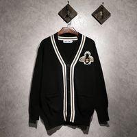 Мода повседневная топы Hots новый бренд свитер мужчин V-образным вырезом твердые Slim Fit грудь большая пчела вышивка вязание Мужские свитера кардиган мужской