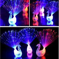 Creative Peacock LED Anillo de Dedo Luces Vigas Fiesta Discoteca Color Anillos Lámpara de Fibra óptica Niños Halloween Fiesta Suministros Pavo Real # KG01
