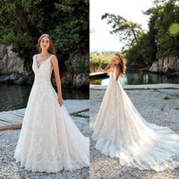2018 Romantico Summer Beach Backless A Line Abiti da sposa 2019 New Sweep Train Deep V Neck Pizzo Abiti da sposa Robe de soriee BA9878