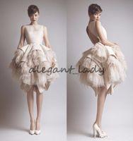Ashi Studio Equipe Crousser Collet Bouche Back Tiers Satin Short A-Line Robes de soirée avec Ostrich Feather Prom Robes de célébrités Krikor Jabotian