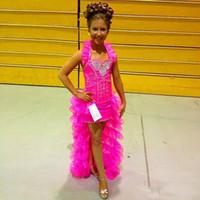 Hot Pink Organza Ruffles Girls Pageants Vestidos 2019 Halter High Low Rhinestone con cuentas Pequeñas Flores Vestido Vestido Partido Vestido de baile