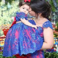 Sevimli Kırmızı Mavi Dantel Çiçek Kız Elbiseler Boncuklu Kanat Toddler Pageant Elbise Kısa Kollu Communion Abiye için Küçük Bebek Törenlerinde