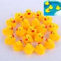 100pcs / lot 미니 노란색 고무 오리 아기 목욕 물 오리 장난감 소리 아이들 목욕 작은 오리 장난감 어린이 수영 해변 선물